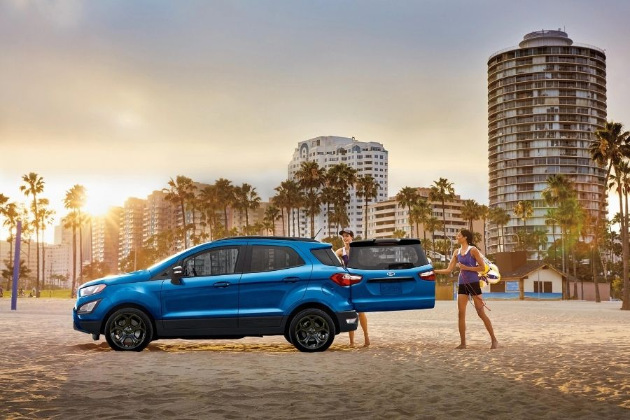 2021 Ford Expedition Left Side View parked on a beach